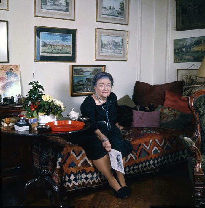 Баронесса Мура Будберг в своей квартире в Лондоне. / Фото: www.wikipedia.org