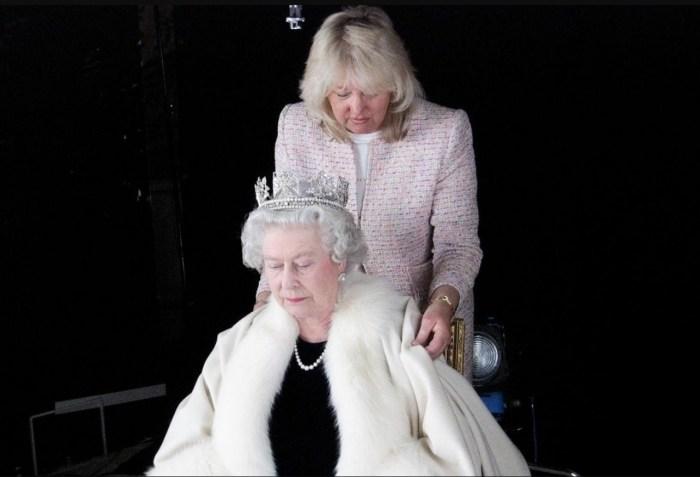 Анджела Келли на службе Её Величества. / Фото: www.telegraph.co.uk