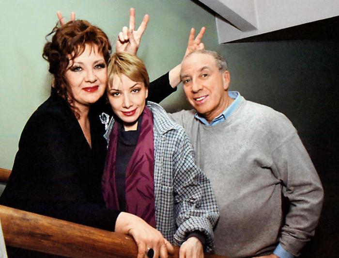 Дарья Юрская с родителями, Сергеем Юрским и Натальей Теняковой. / Фото: www.7days.ru