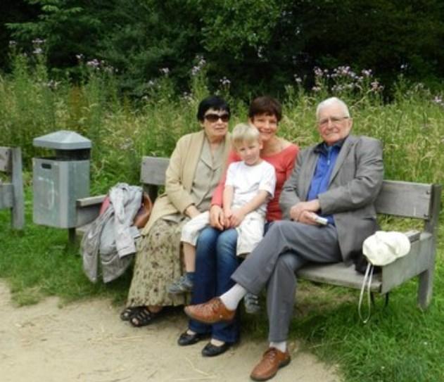 Даль Орлов и Елена Изергина с дочерью Ольгой и внуком. / Фото: www.kstnews.kz
