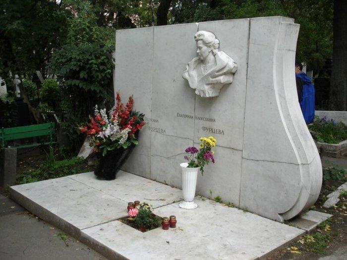Памятник на могиле Екатерины Фурцевой и её дочери Светланы, ушедшей в 2005 году. / Фото: www.lesorubb.livejournal.com