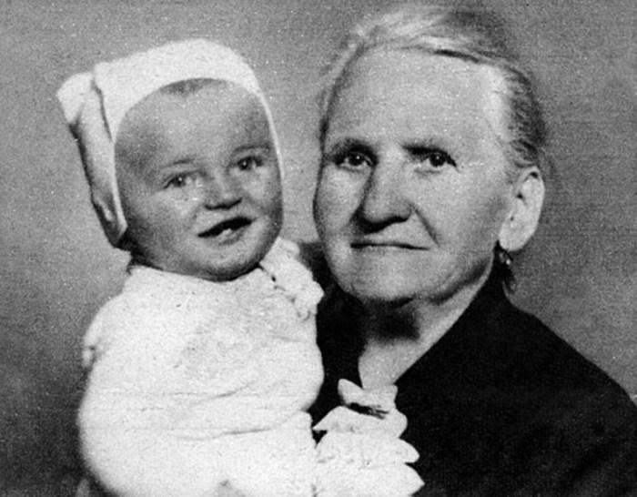 Карел Готт с бабушкой. / Фото: www.karelgott.com