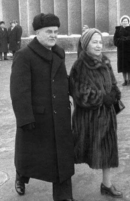 Вячеслав Молотов и Полина Жемчужина. / Фото: www.ne-skuchno.ru
