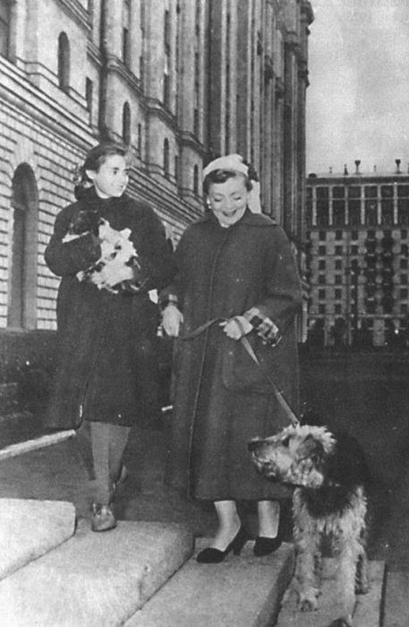 Виктория Фёдорова с мамой. / Фото: www.coollib.net