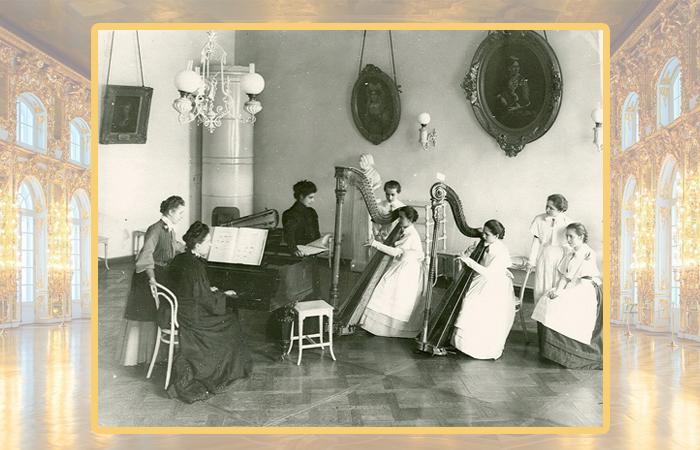 Урок музыки в Смольном институте.