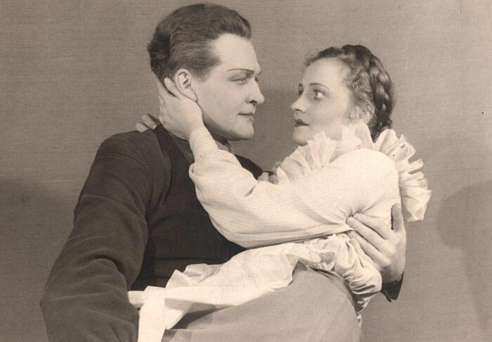 Велта Лине в спектакле «В огне». / Фото: www.100.teatris.lv