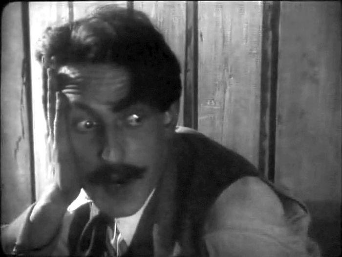 Леонид Оболенский в фильме «Необычайные приключения мистера Веста в стране большевиков», 1924 год. / Фото: www.kino-teatr.ru
