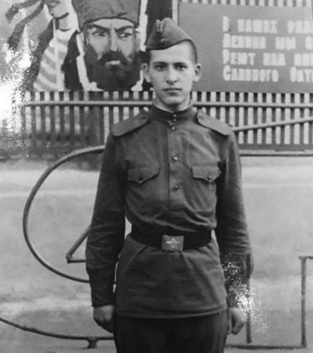 Борис Грачевский во время службы в армии. / Фото: www.strana-sovetov.com
