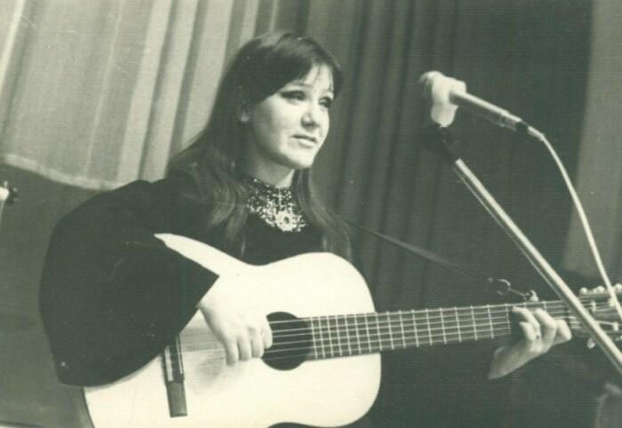 Жанна Бичевская, солистка ансамбля «Добры молодцы». / Фото: www.rudolf-manukov.ru