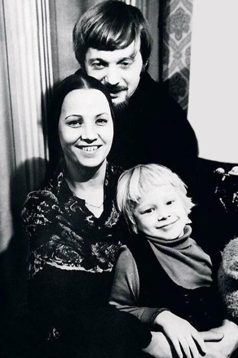 Нина Русланова и Геннадий Рудаков с дочерью Олесей. / Фото: www.zendiar.com