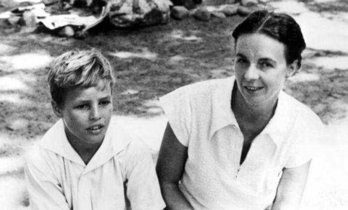 Марлон Брандо с матерью. / Фото: www.haberturk.com