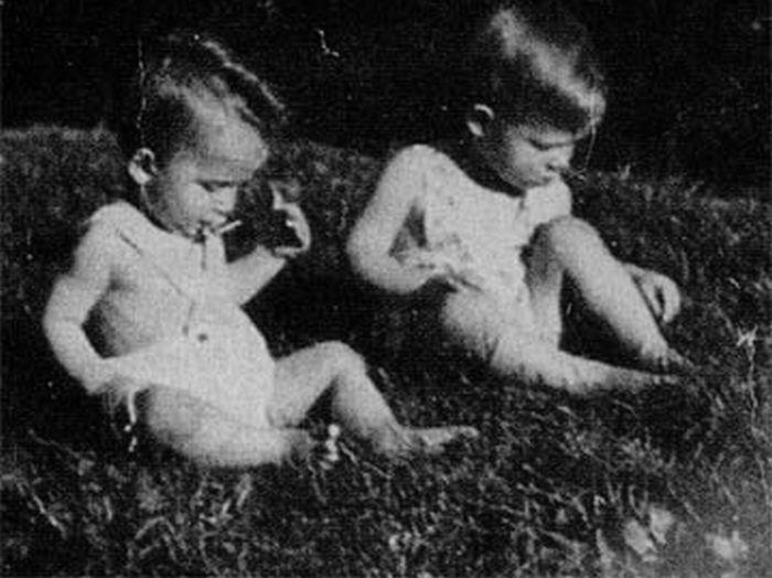 Арнольд и Майнхард Шварценеггеры в детстве. / Фото: www.ambal.ru