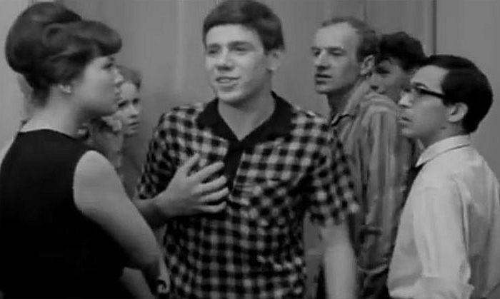 Кадр из фильма «Старшая сестра». / Фото: www.kino-teatr.ru