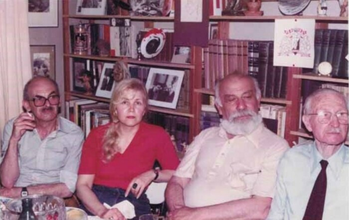 Булат и Ольга Окуджава, Лев Копелев, Игорь Кривошеин, Ванв, июнь 1982. / Фото: www.nekrassov-viktor.com