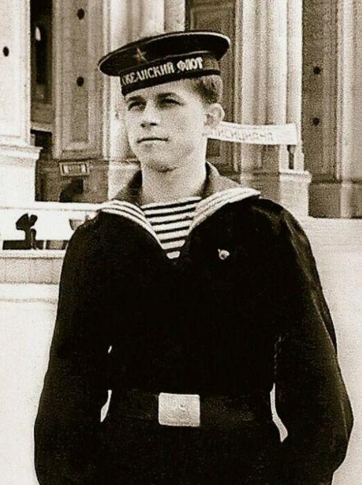 Юрий Богатиков во время службы на флоте. / Фото: www.7days.ru