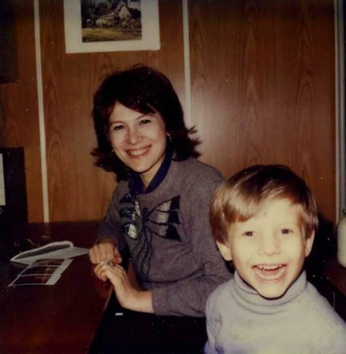 Борис Корчевников в детстве с мамой. / Фото: www.iznat.com