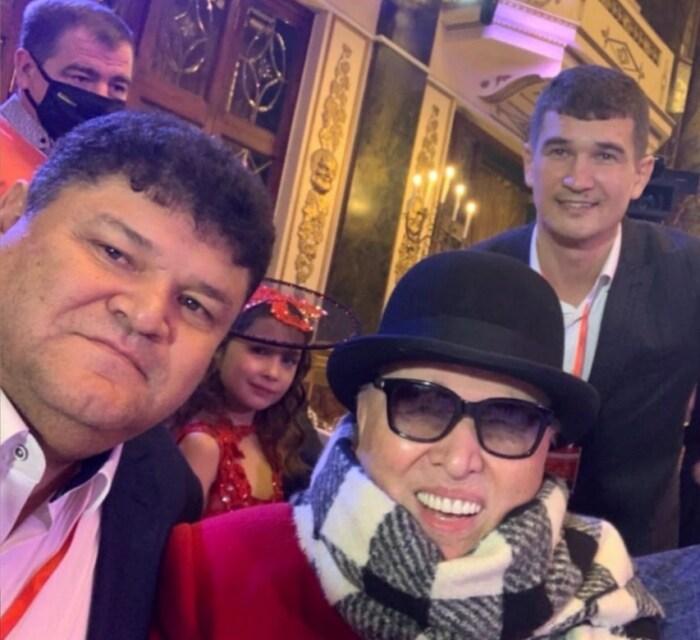 Вадим и Алмаз Хусаиновы с Вячеславом Зайцевым. / Фото: www.super.ru
