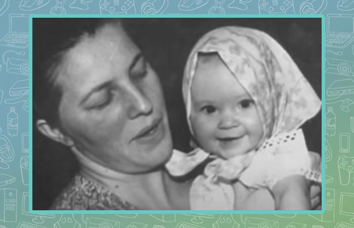 Ирина Полякова в детстве с мамой.