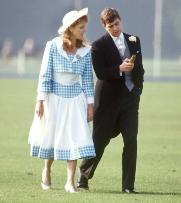 Принц Эндрю и Сара Фергюсон. / Фото: www.janesmithhats.co.uk