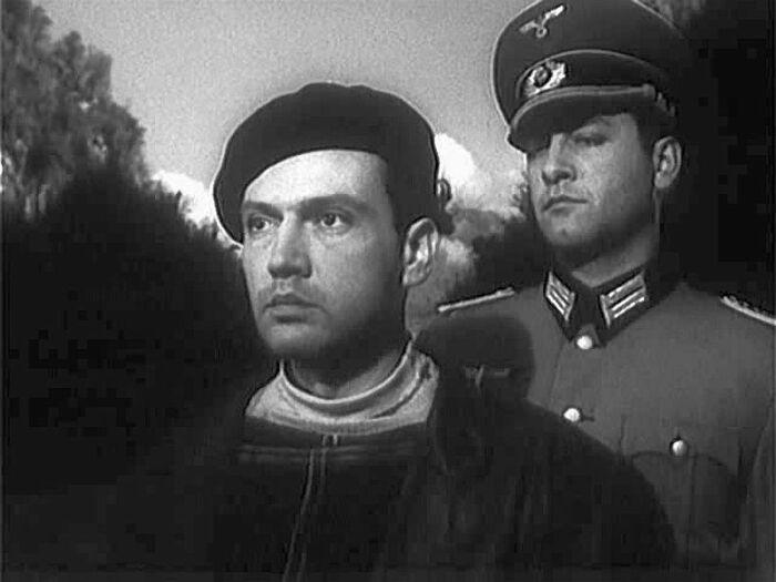 Кадр из фильма «Вдали от Родины». / Фото: www.kino-teatr.ru