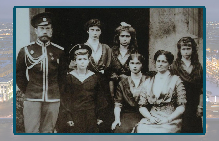 Николай II с супругой и детьми.