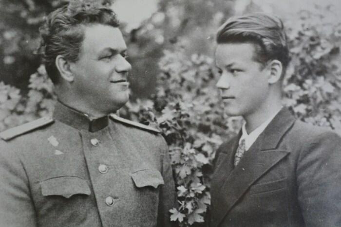 Аркадий Шевченко с отцом. / Фото: www.yandex.net