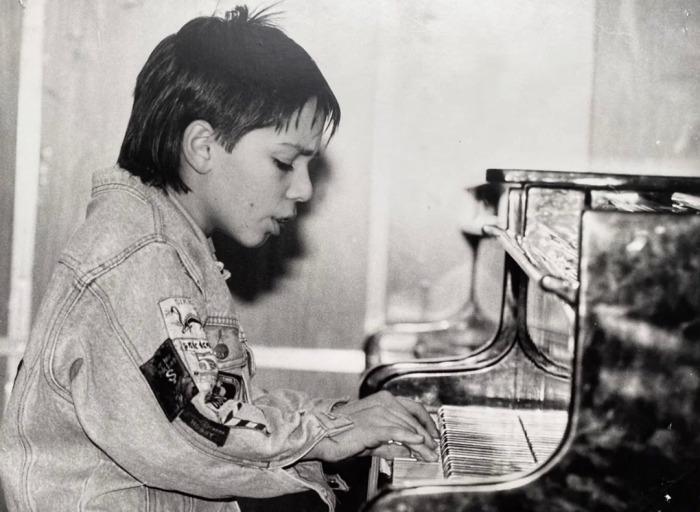 Родион Газманов в детстве. / Фото: www.instagram.com/rodder13