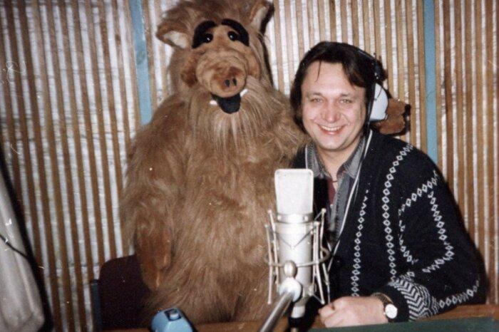 Александр Клюквин и его любимый персонаж Альф. / Фото: www.twimg.com