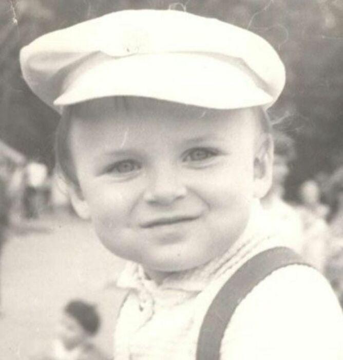 Юлиан в детстве. / Фото: www.mykniga.com.ua
