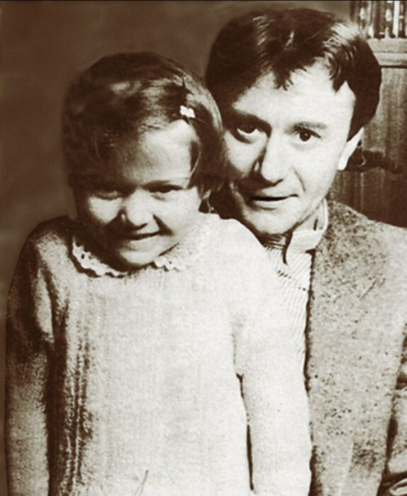 Андрей Миронов и Маша Голубкина. / Фото: www.telesem.ru