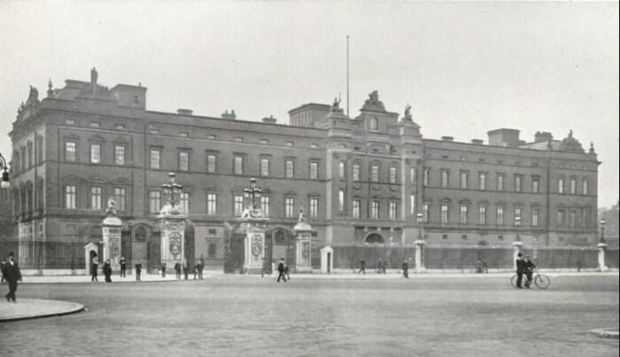 Букингемский дворец.  / Фото: www.pinimg.com