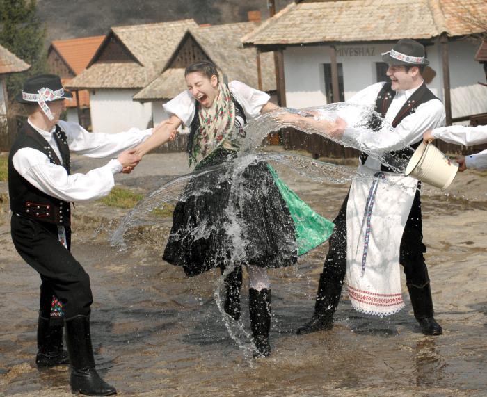 Чернение невесты. / Фото: www.travel-big-planet.ru