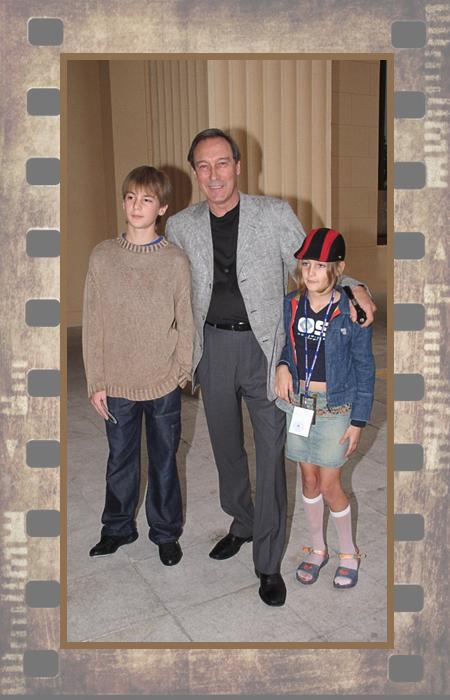Олег Янковский с внуками Иваном и Лизой.