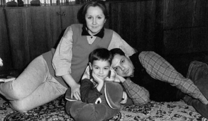Игорь Скляр и Наталья Акимова с сыном. / Фото: www.yandex.net