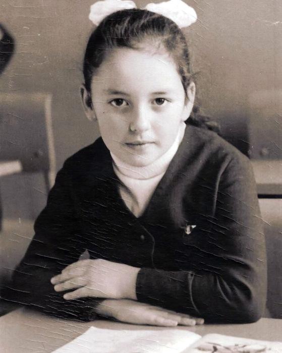 Алла Духова в детстве. / Фото: www.anews.com