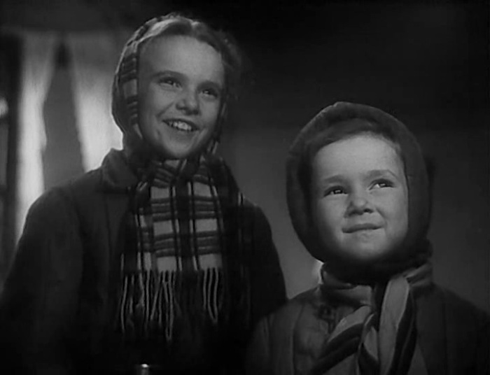 Нина Иванова (слева) в фильме «Жила-была девочка». / Фото: www.kino-teatr.ru