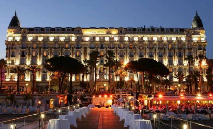 Отель Carlton Intercontinental в Каннах. / Фото: www.travelata.ru