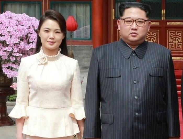 Ким Чен Ын и Ли Соль Чжу. / Фото: www.twimg.com