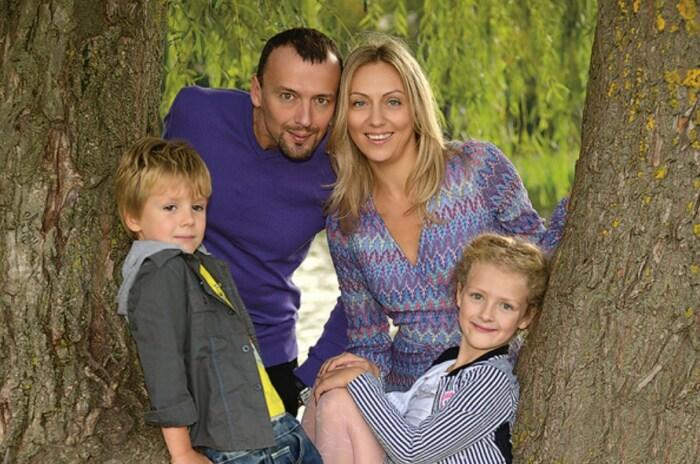 Андрей и Ольга Берковы с детьми. / Фото: www.starhit.ru