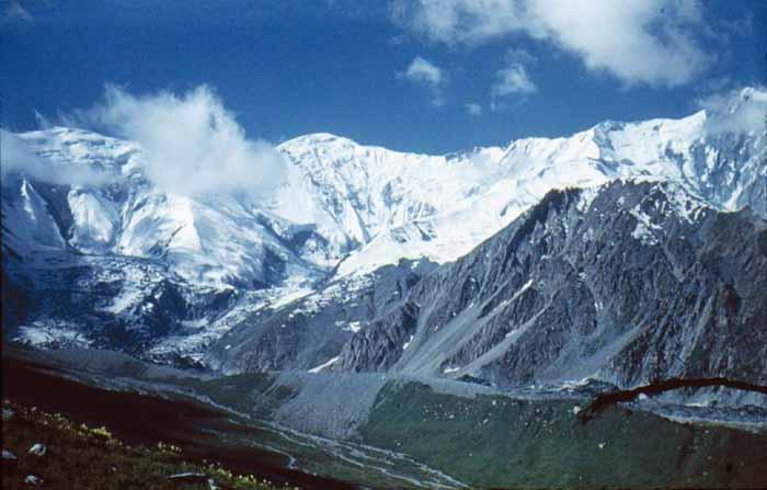 Ледник Хадырша и пик Шапак. / Фото: www.mountain.ru