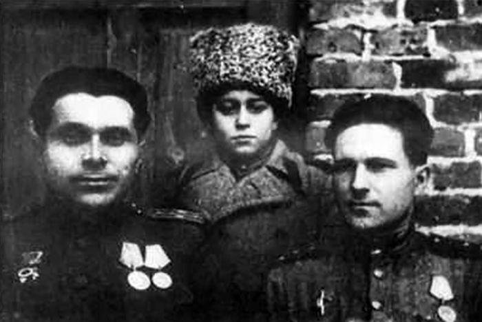 Николай Щёлоков (слева) в годы войны. / Фото: www.biografii.net