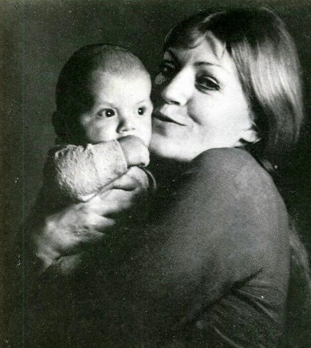Анна Герман с сыном. / Фото: www.mk.ru