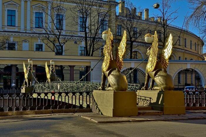 Банковский мост в Санкт-Петербурге. / Фото: www.opeterburge.ru