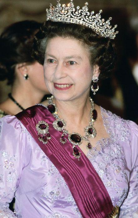 Елизавета II. / Фото: www.hearstapps.com