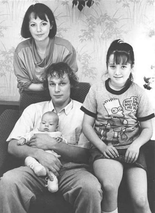 Вера Новикова и Сергей Жигунов с дочерьми. / Фото: www.rustar24.ru