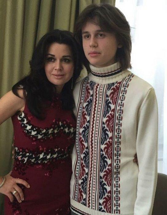 Анастасия Заворотнюк с сыном Майклом. / Фото: www.rusevik.ru