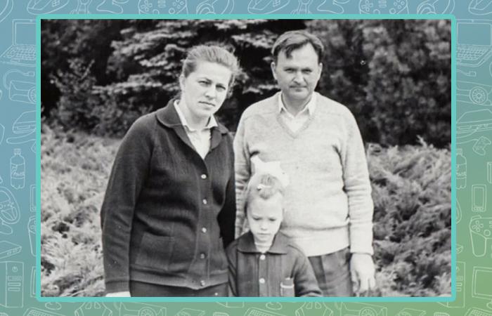 Ирина Полякова в детстве с родителями.