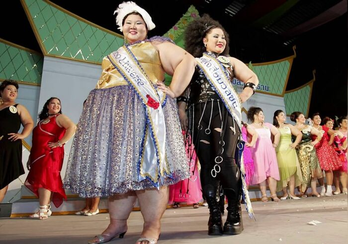 Участницы Miss Jumbo Queen. / Фото: www.ytimg.com