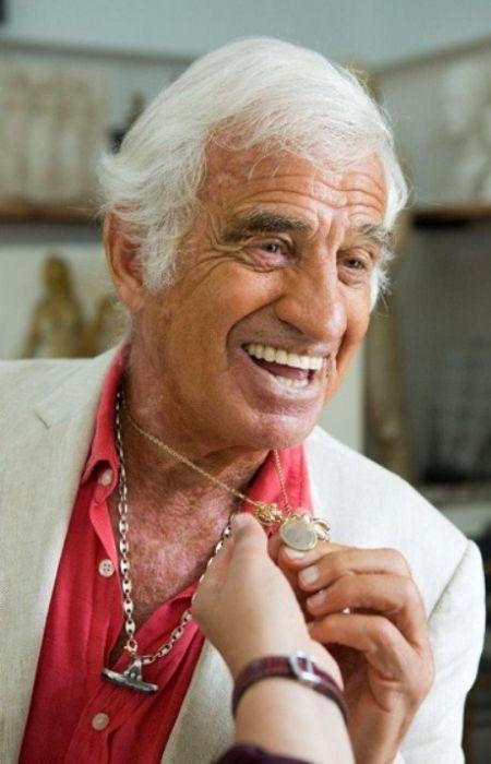 Жан-Поль Бельмондо не расставался с медальоном, который сделал отец. / Фото: www.story.ru