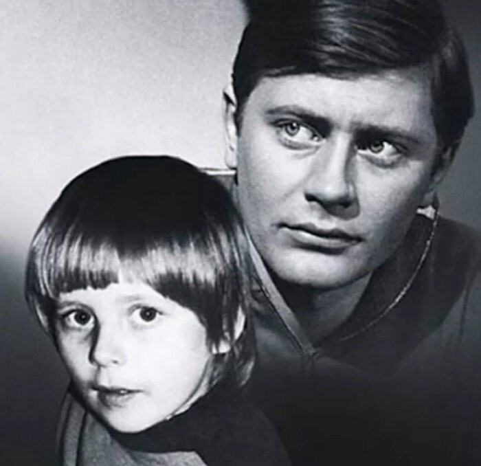 Валентин Смирнитский с сыном. / Фото: www.yandex.net
